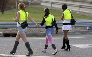 Les putes espagnoles doivent porter une veste fluorescente lorsqu'elles travaillent en bordure de route