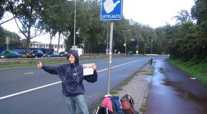 Zac au Liftplaats de Bernhardplein à Amsterdam (cc) Hitchwiki