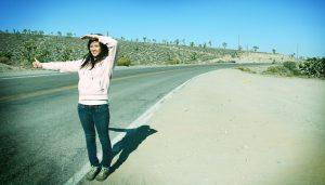 Courrier : Comment débuter l'auto-stop et le voyage solo ?