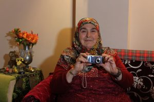 Tatie Ayse, 60 ans, auto-stoppeuse turque