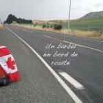 un barbu en bord de route - sac à dos avec un drapeau canadien